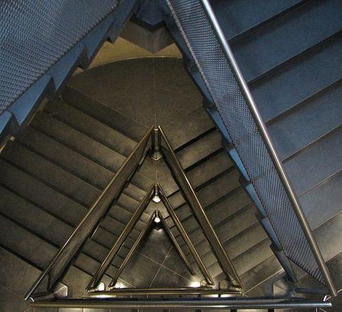 1287590537-kahn-stairwell-07-528x482